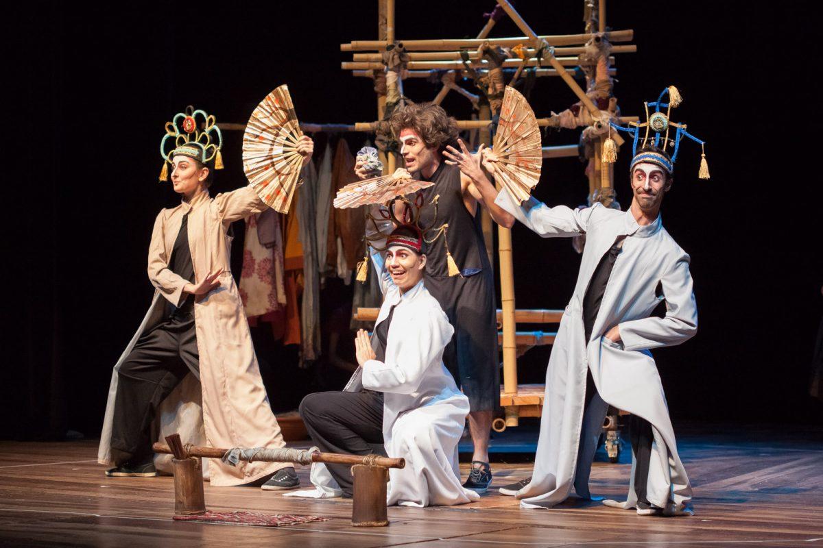 Espetáculo de teatro Alma boa - uma parábola chinesa, da Cia. Histriônica de Teatro da Unicamp.