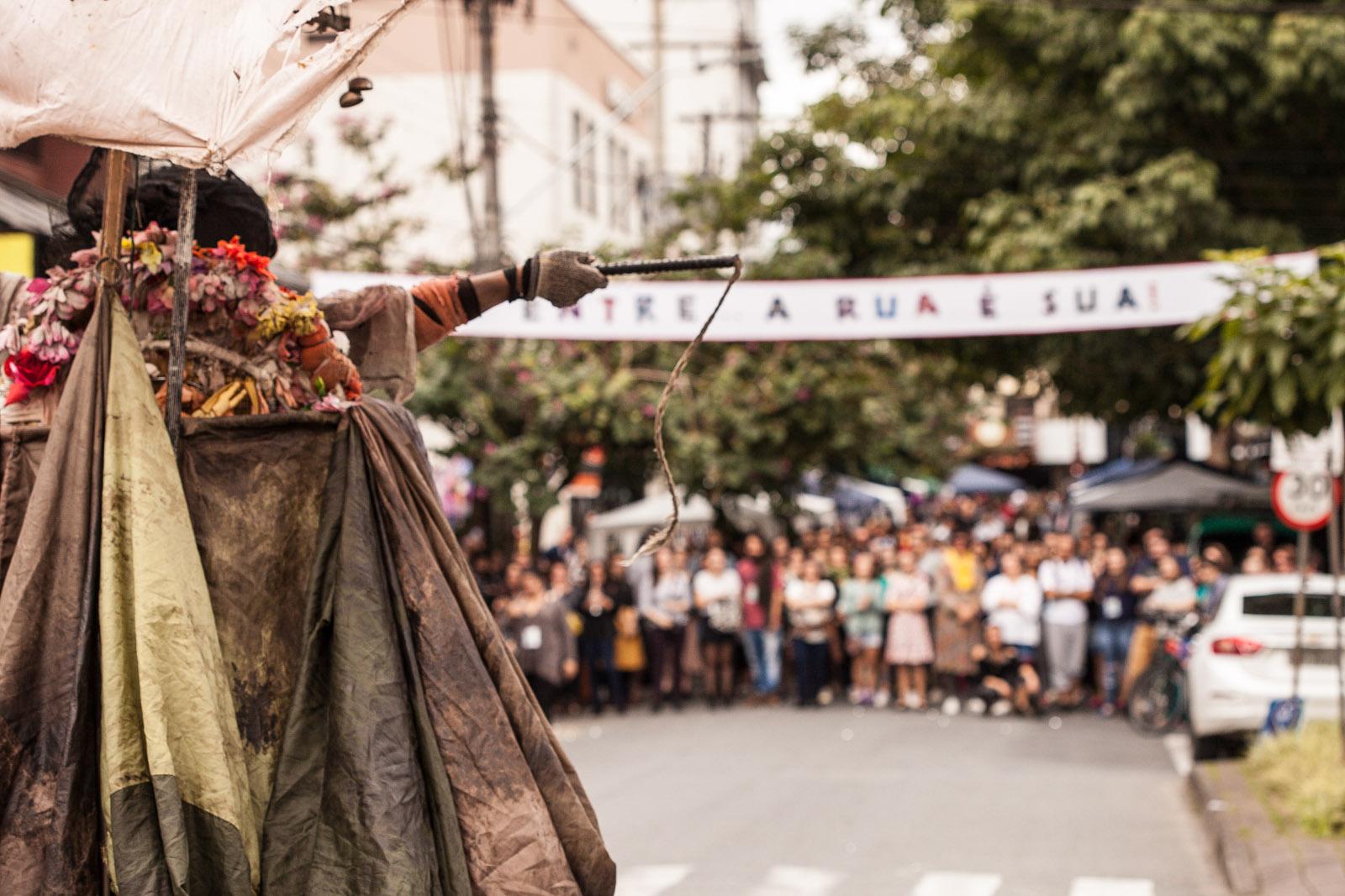 Júlia (Cirquinho do Revirado – Criciúma), na Feirinha da Servidão Wollstein
