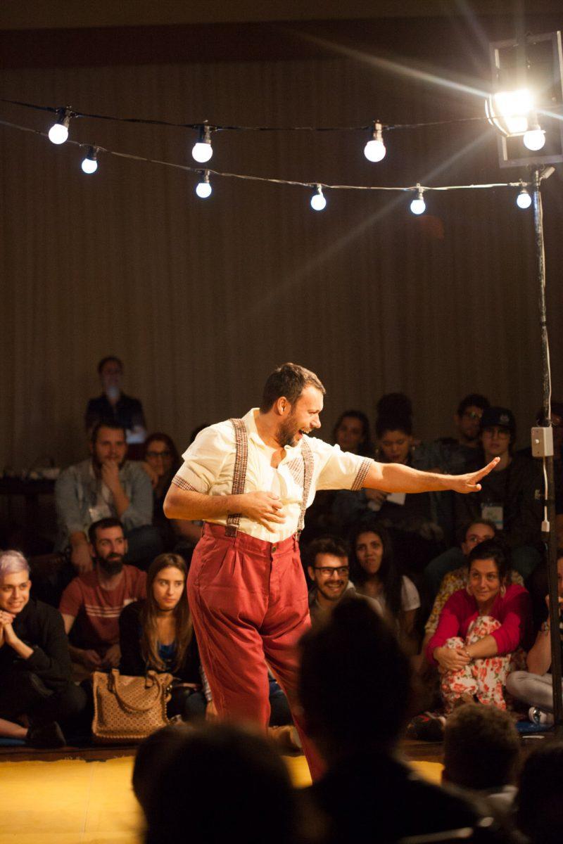 Cena de O Feliz (Detalhe Teatro/Blumenau)