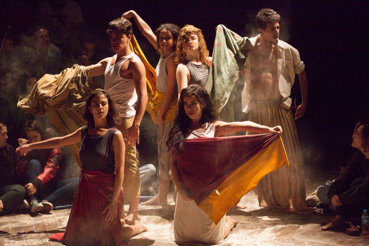 Atores do espetáculo de teatro Yerma (Incandescente Companhia – USP – São Paulo/SP) em cena